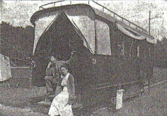 Sigurd og Anna Larssen Bjørner ved evangelievognen